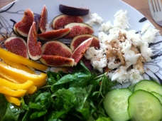 picture of fig and mozzarella salad